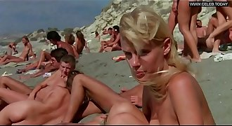 Daryl Hannah - Squealing naked swimming, Public & Outdoors - Summer Paramours (1982)