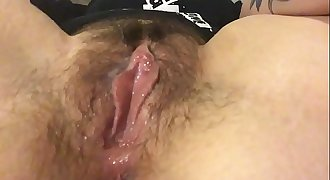 Rub my hairy clit and get my fingers humid
