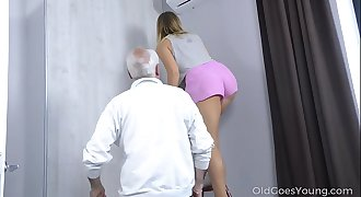 Old Goes Youthfull - Sweetie thanks a caring mature man